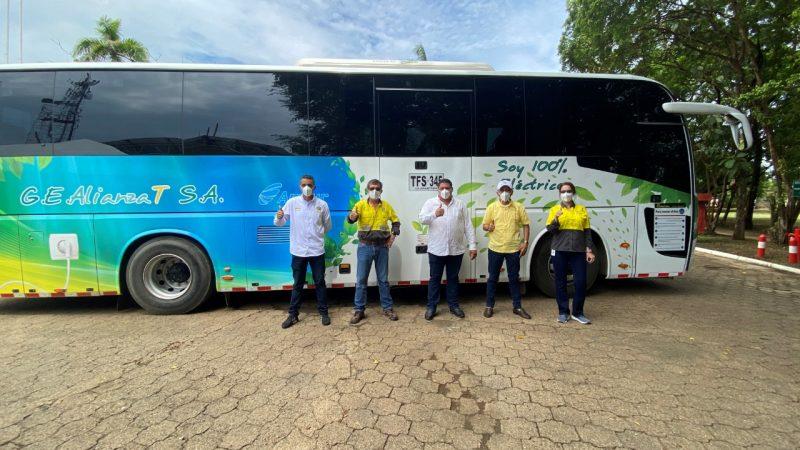 MinAmbiente destaca flota de buses eléctricos de Cerro Matoso como mitigación al Cambio Climático