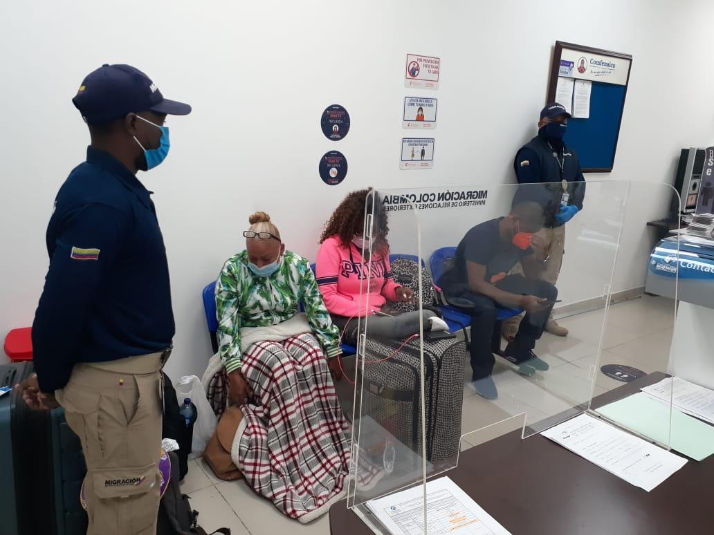 Migración Colombia sorprende a tres extranjeros con pruebas de PCR falsas en Cartagena