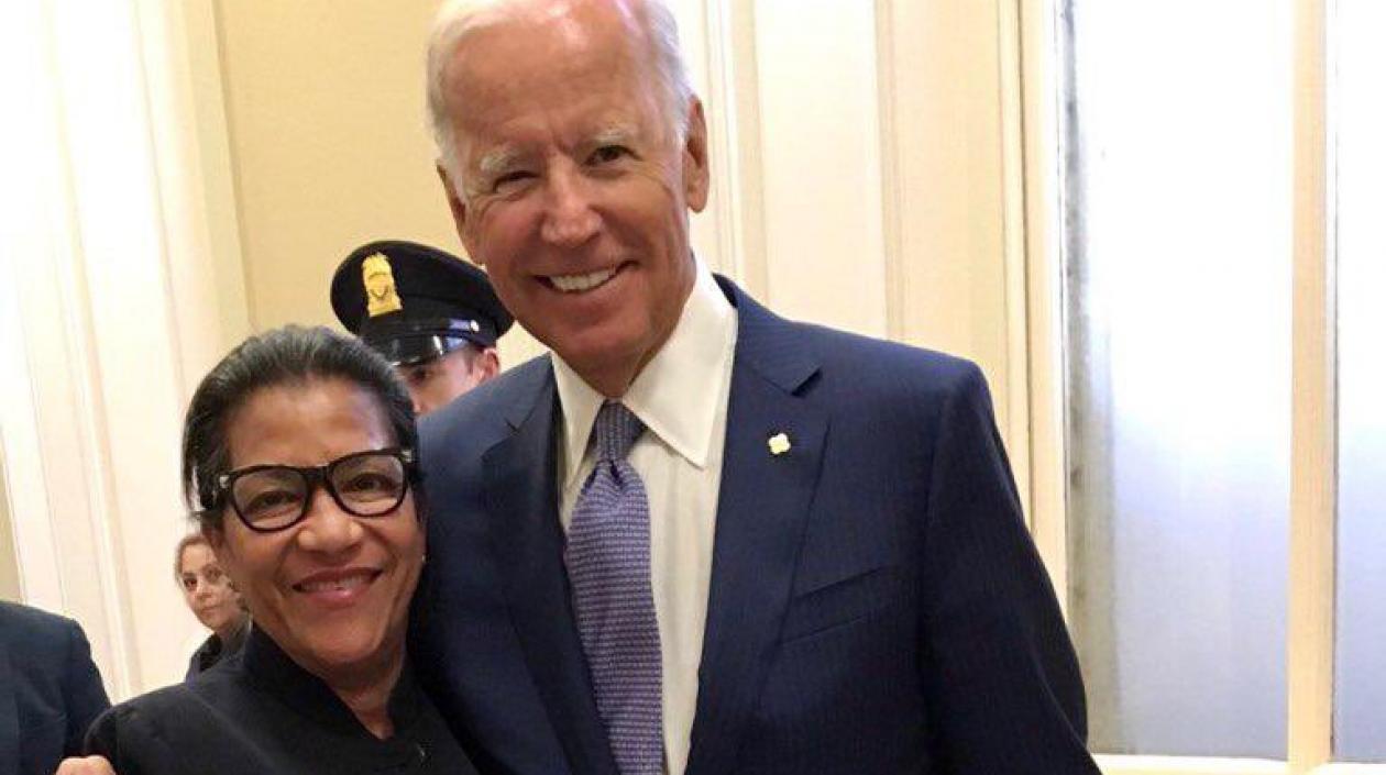 Teresa González, la loriquera que trabaja en el Capitolio en EE.UU. y atendió a Biden