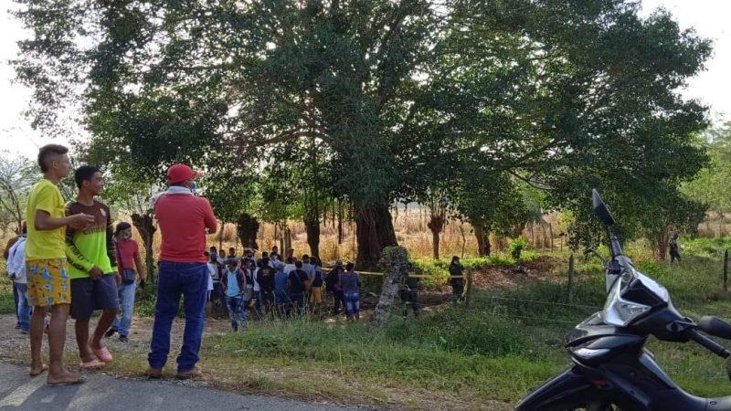 Degollado, con las manos atadas y golpes en la cabeza hallaron a un joven en San Juan Nepo