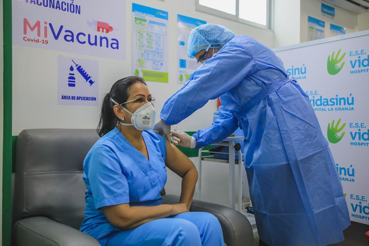 Por qué quienes reciben la vacuna COVID-19 deben seguir usando tapabocas