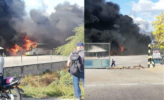 Incendio destruye seis buses en parqueadero de Riohacha al servicio de Cerrejón