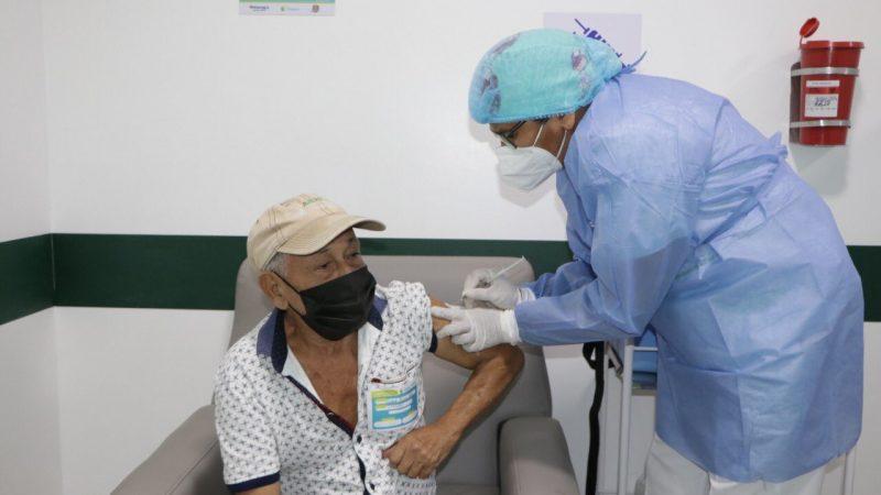 Inició vacunación para mayores de 80 años en Montería