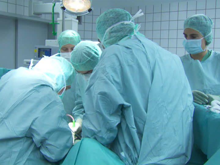 """Amputan a un paciente la pierna equivocada en un hospital por """"un error humano"""""""