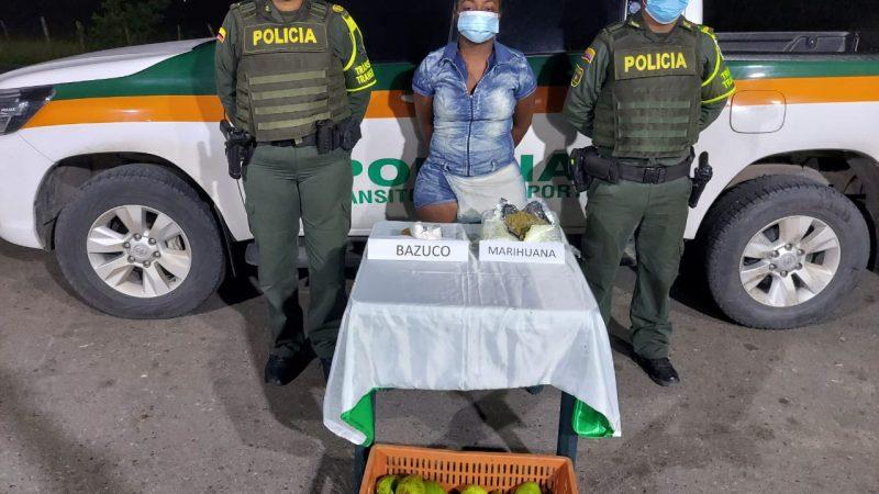Policía captura a mujer con caja de narco aguacates