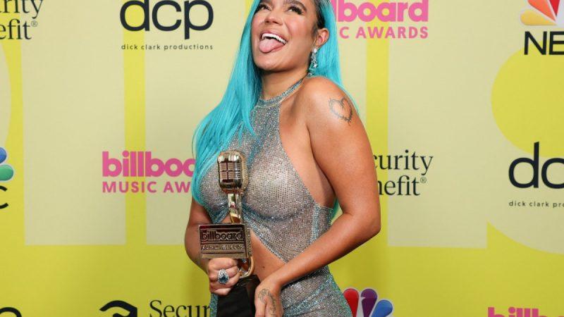 """Karol G gana el premio """"Artista Latina del Año"""" en los Billboard"""