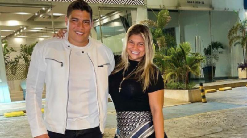 Escándalo porque cantante Rafa Pérez y su esposa fueron vacunados contra COVID-19